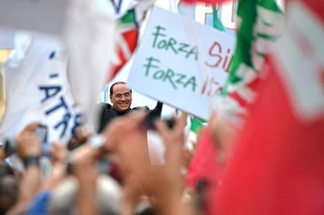 Italian entinen pääministeri Silvio Berlusconi osallistui PDL-puolueensa järjestämään mielenosoitukseen.