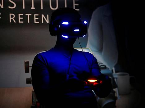 Sonyn Playstationille tehtyä VR-laitteistoa testattiin Los Angelesissa kesäkuussa 2016.
