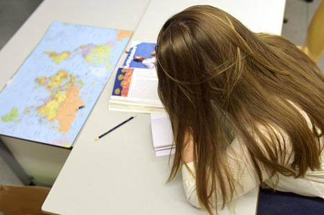 Kouluaamujen aloittamista aikaisintaan puoli yhdeksältä on esitetty yläkouluun ja lukioon Helsingissä.