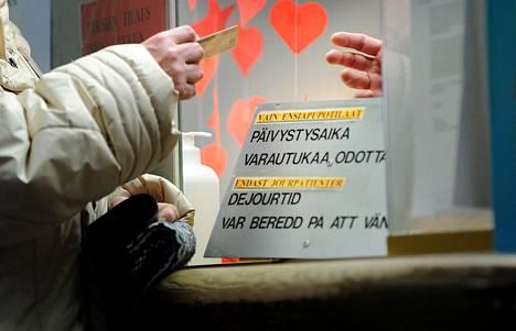 Terveyskeskuksen neuvontapiste Kirkkonummella vuonna 2011.