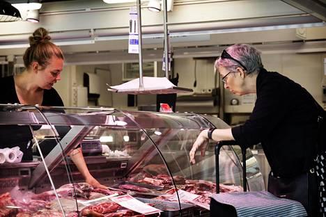 Anni Väliahde myi Päivi Järviölle maminhaa eli naudan kylkipalaa.