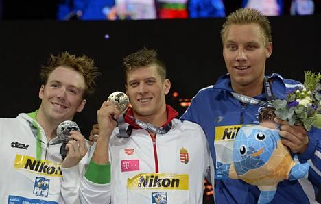 Matti Matsson (oik.) haluaa kirkastaa Barcelonassa uimansa MM-pronssin olympiakullaksi ja saa tukea lajin ammattilaisilta.