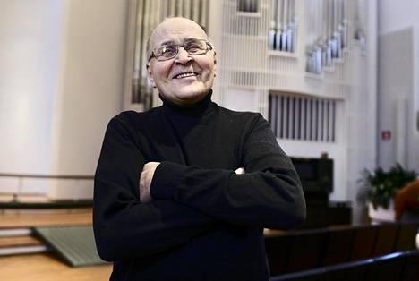 Olarin kirkon kanttori-urkurina Tauno Satomaa on tuntenut itsensä onnelliseksi.