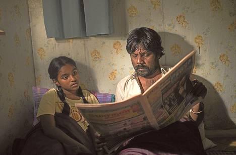 Jesuthasan Antonythasan näyttelee tamilipakolaista Dheepanissa. Illayaaln roolissa on Claudine Vinasithamby.