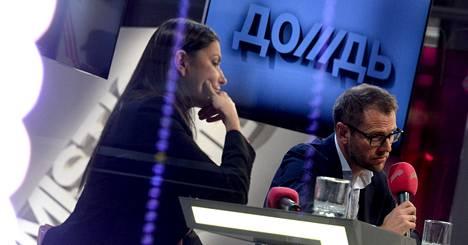 Doždin perustaja Natalja Sindejeva ja kanavan omistajiin kuuluva Aleksandr Vinokurov pitivät tiistaina tiedotustilaisuuden kanavan studiolla, joka sijaitsee trendikkäällä Punaisen lokakuun alueella Moskovassa.