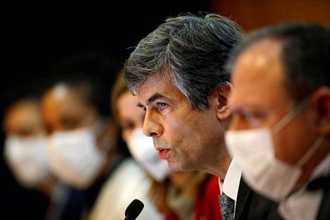"""Brasilian terveysministeri Nelson Teich puhui lehdistötilaisuudessa perjantaina vähän ennen """"ystävällistä puheluaan"""" presidentti Jair Bolsonaron kanssa ja eroilmoitustaan."""