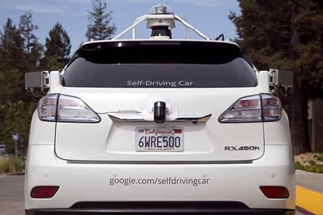 Google on virittänyt Lexus-merkkisistä katumaastureista itsestään ajavia.