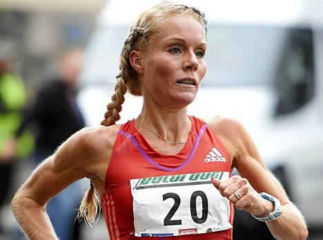 Leena Puotiniemi voitti taas Helsinki City Marathonin.