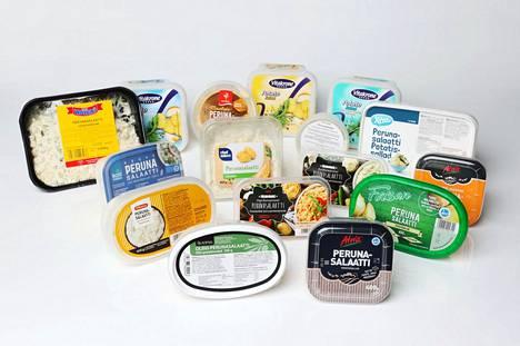Myynnissä on runsaasti erilaisia valmiita perunasalaatteja.