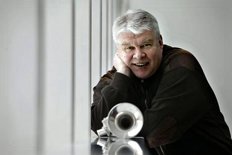 Kapellimestari, trumpetisti, säveltäjä ja sovittaja Markku Johansson toimi Vantaan viihdeorkesterin taiteellisena johtajana vuosina 1988–2009.