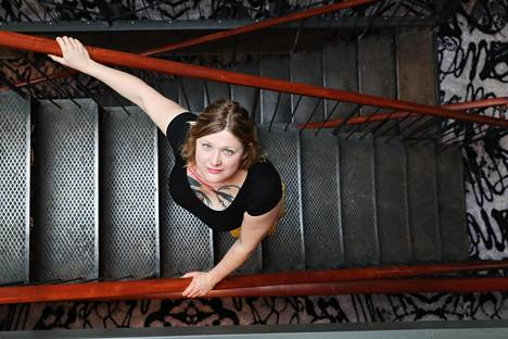 Ohjaaja Isabella Eklöf aloitti opinnot aikuisiällä ja valmistui Tanskan elokuvakoulusta.