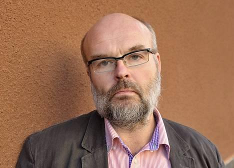 Kirjailija Martti Anhava palkittiin.