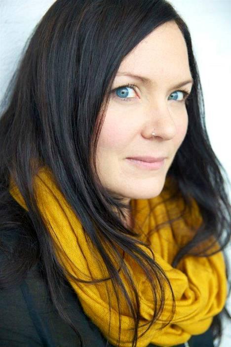 Inka Nousiainen on kirjoittanut teoksia aikuisille, nuorille ja lapsille.