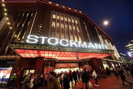 Tavaratalo Stockmann jouluvalaistuksessa 21. joulukuuta 2017.