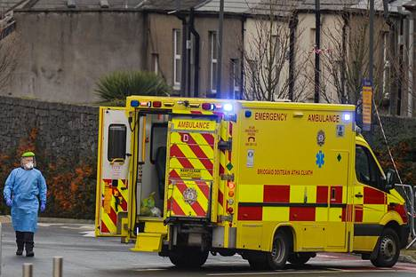 Hoitohenkilökuntaa Mater sairalaan edsessä 12. tammikuuta, Dublinissa.