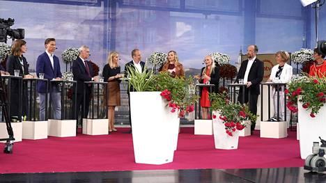 Eduskuntapuolueiden puheenjohtajat yhteiskuvassa Porissa pidetyssä puoluejohtajatentissä viime kesänä. Kokoomusta edusti varapuheenjohtaja Antti Häkkänen.