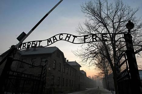 Entisen keskitysleirin Auschwitz-Birkenaun portti kuvattuna 27. tammikuuta 2017.