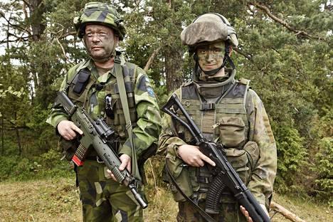Ruotsalaiset Jan Lundberg ja Pontus Parchmann osallistuivat Naton Baltops-sotaharjoitukseen Hangossa viime kesäkuussa.