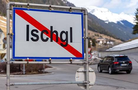 Ischglin alppikylässä Itävallan Tirolissa hiihtokeskukset suljettiin 13. maaliskuuta. Tätä ennen hiihtokeskuksista levisi satoja koronatartuntoja eri puolille Eurooppaa.