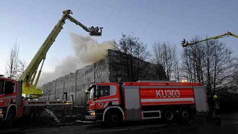 Hälytys Vantaan tulipalosta tuli ennen kello yhtä yöllä.