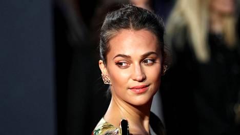 Alicia Vikander Tomb Raider -elokuvan Lontoon-ensi-illassa 6. maaliskuuta.