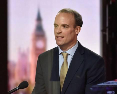Ulkoministeri Dominic Raab valotti rokotusten aikataulua.
