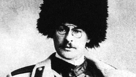 Kuva Hugo Backmanssonista lähtemässä Venäjän ja Japanin sotaan vuonna 1904.