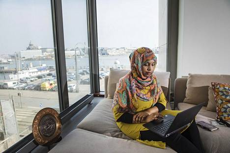 Habiba Ali työskentelee Kirkon ulkomaanavussa Helsingissä.