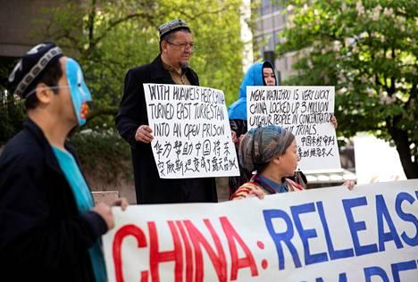 Kanadan Vancouverissa vastustettiin toukokuussa Kiinassa olevien uiguurien kohtelua Xinjiangissa, joka sijaitsee Kiinan länsiosassa.
