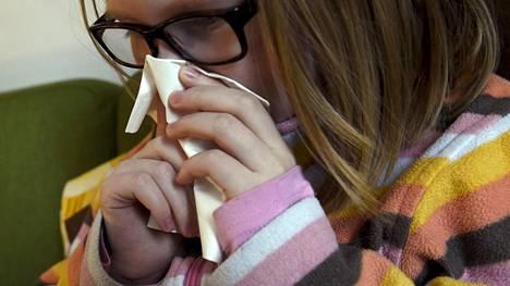 Lapsi sairasti influenssaa kotonaan Helsingissä keskiviikkona.