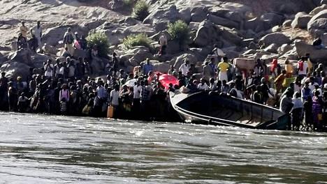 Tigrayn kofliktia paenneet Etiopilaiset valmistautuivat joen ylitykseen Sudanin-Etiopian rajalla eastern Kassalan osavaltiossa, 14. marraskuuta.