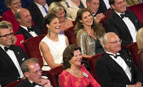 Ruotsin kuningasperhe kokoontui lauantaina Tukholman konserttitaloon.