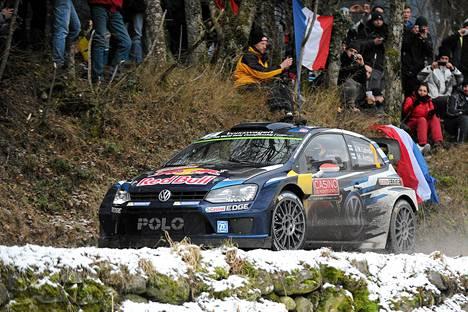Jari-Matti Latvala Ranskan Monte Carlon rallissa perjantaina.