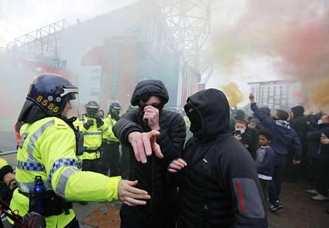 Manchester Unitedin kannattajat osoittivat jälleen torstaina mieltään seuran omistavaa Glazerin perhettä vastaan.