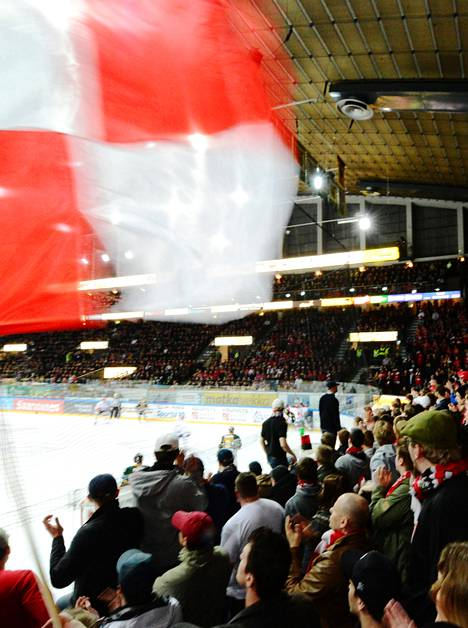 Vaasan Sport pelasi SM-liigan karsintaa Ilvestä vastaan 2012.
