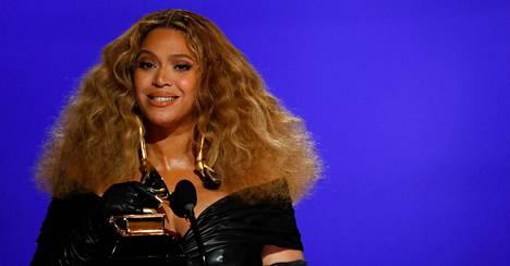 Beyoncé vastaanotti palkintonsa Yhdysvaltain Los Angelesissa sunnuntain ja maanantain välisenä yönä Suomen aikaa järjestetyssä gaalassa.