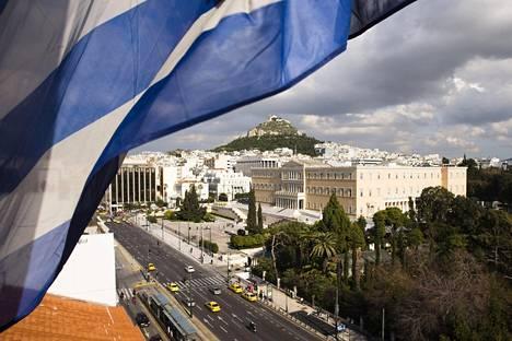 Kansainvälinen valuuttarahasto IMF vaatii euromaita lykkäämään Kreikan hätälainojen takaisinmaksua kymmenillä vuosilla ja estämään korkojen nousun aina vuoteen 2040 saakka.