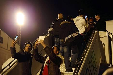 Ensimmäiset tilauslennolla Irakiin palautetut turvapaikanhakijat lähtivät Helsingin lentokentältä torstaina 18. helmikuuta.