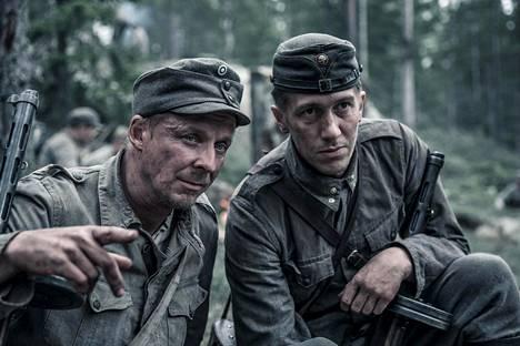 Rokkaa elokuvassa näyttelee Eero Aho ja Koskelaa Jussi Vatanen.