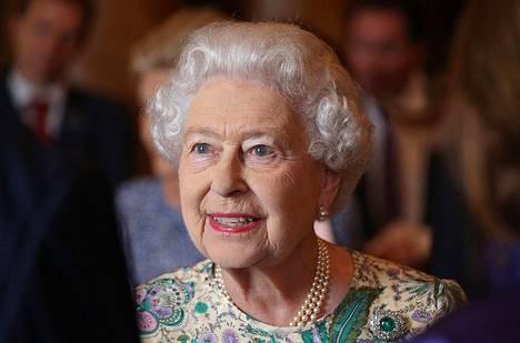 Englannin kuningatar Elizabeth puhetilaisuudessa Buckinghamin palatsissa heinäkuun lopulla.