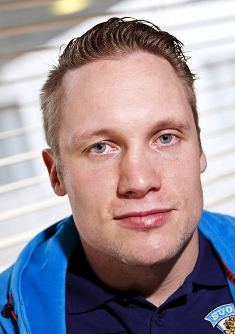 6 Tuukka Mäntylä, 33 vuotta, Amur Habarovsk, KHL, 171 cm / 83 kg. Tapparalainen siirtyi marraskuussa isomman palkan perässä KHL:ään. Sai ensimmäisen MM-mitalinsa, pronssia, jo 2006 MM-kisoissa. Tarkat syötöt.