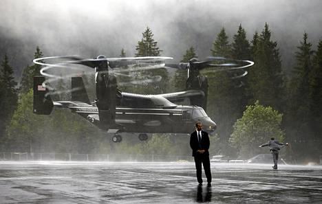 Pystysuoraan nousuun ja laskuun kykenevä Yhdysvaltain merivoimien Osprey (suom. Sääksi) -kuljetuskone laskeutui maanantaina Krünin kylään Saksan Baijerissa, jonne sen kyydissä saapui G-7-kokoukseen osallistuneen presidentti Barack Obaman hallinnon henkilökuntaa.