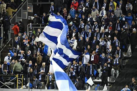 Suomen kannattajat ovat täyttäneet katsomot kotiotteluissa, ja sama on luvassa EM-karsintojen päätöspeliin.