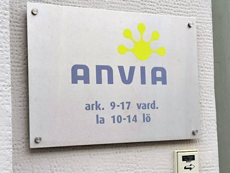 Tieto- ja viestintäyhtiö Anvian toimitalo ja logo Vaasassa .