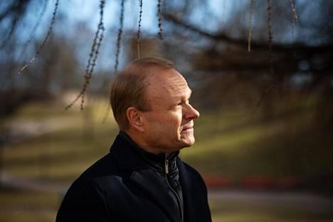 """Pekka Lundmark sanoo olevansa tyytyväinen siihen, miten nopeasti valtio on reagoinut koronakriisissä. """"Mutta nyt tarvitaan pöydälle seuraavia toimia."""""""