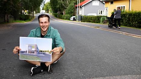"""Pakilalainen Tuomas Tuomi-Nikula vastustaa kotikatunsa päähän suunniteltua McDonalds's-ravintolaa. Ravintolan tontin omistaa pieni rakennusliike. """"Ymmärrän että heidän bisneksensä kannalta mahdollisimman iso hanke on heille yhtä kuin fyrkkaa"""", Tuomi-Nikula sanoo."""