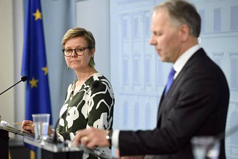 Ympäristö- ja ilmastoministeri Krista Mikkonen ja maa- ja metsätalousministeri Jari Leppä kertoivat Metsähallituksen omistajapoliittisista linjauksista Helsingissä tiistaina.