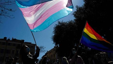 Mielenosoittajat osallistuivat 31. maaliskuuta Nizzassa transnäkyvyyden päivän viettämiseen.