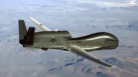 Yhdysvaltain ilmavoimien miehittämätön RQ-4 Global Hawk -tiedustelulennokki, jollaisen Iran ampui alas viime viikolla.