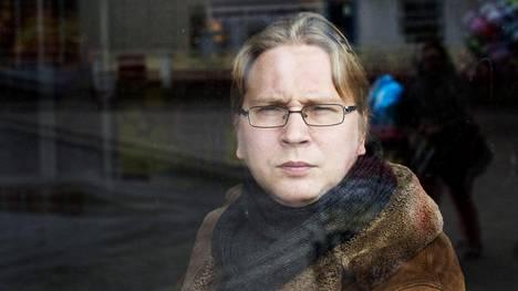 Timo Hännikäiselle lokakuussa myönnetty apuraha pidetään voimassa.